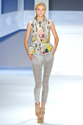 images/cast/10150281273912035=my job on fabrics x=vera wang Summer show 2012 ny